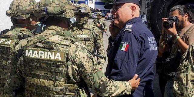 Mexikanska marinsoldater grep flera högt uppsatta personer i Acapulcos polis- och rättsväsende, bland annat stadens säkerhetsansvarige Max Lorenzo Sedano.  FRANCISCO ROBLES / AFP