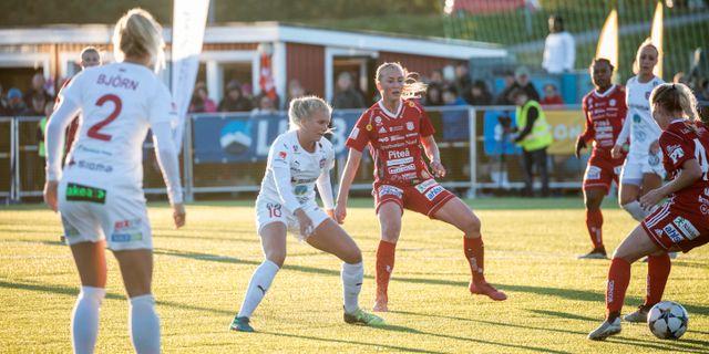 Piteå HC och FC Rosengård när lagen möttes i juni. Fredric Alm/TT / TT NYHETSBYRÅN