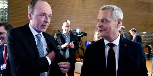 Sannfinländarnas ledare Jussi Halla-aho och SDP:s partiledare Antti Rinne. Martti Kainulainen / TT NYHETSBYRÅN/ NTB Scanpix