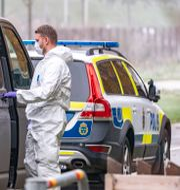 Polis och kriminaltekniker på plats i Malmöstadsdelen Holma efter gårdagens dödsskjutning Johan Nilsson/TT / TT NYHETSBYRÅN