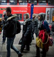 Flyktingar på tågstationen i tyska Rostock Marcus Ericsson/TT / TT NYHETSBYRÅN