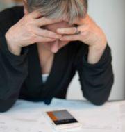 Illustrationsbild: En kvinna med ekonomiska bekymmer. Jessica Gow/TT / TT NYHETSBYRÅN