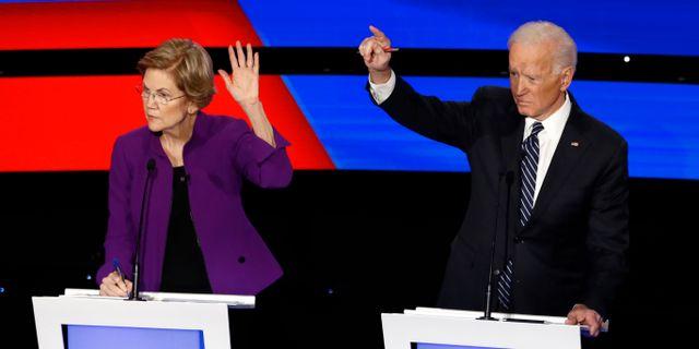 Warren och Biden under nattens debatt. Patrick Semansky / TT NYHETSBYRÅN