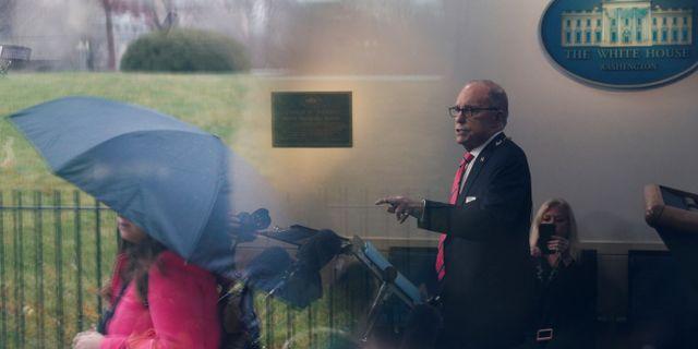 Arkivbild: Larry Kudlow talar med reportrar i Vita huset TOM BRENNER / TT NYHETSBYRÅN