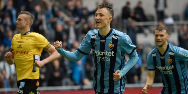 Fredrik Ulvestad jublar efter 2-0-straffen. Janerik Henriksson/TT / TT NYHETSBYRÅN