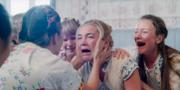 Filmen handlar om en grupp amerikanska ungdomar som blir medbjudna på ett midsommarfirande i Hälsingland.  A24 / pressbild