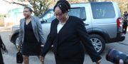 Priscilla Chigumba från valkommissionen i Zimbabwe anländer till domstolen i Harare. Tsvangirayi Mukwazhi / TT / NTB Scanpix