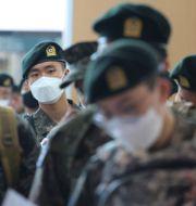 Soldater på järnvägsstationen i Seoul. Ahn Young-joon / TT NYHETSBYRÅN