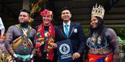 Rodolfo Cunampio ledare av ursprungsbefolkningen i Alto Boyano, Sabrina Naimark från Impacta, Tapia Rojas från Guinness rekordbok samt Sara Omi, ledare av Embera. LUIS ACOSTA / AFP
