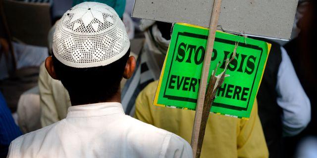 En muslimsk man i Indien protesterar mot terrorgruppen IS i november 2015. Manish Swarup / TT NYHETSBYRÅN