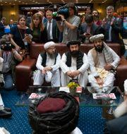 Talibanernas toppskikt under ett möte i Moskva förra året. Alexander Zemlianichenko / TT NYHETSBYRÅN