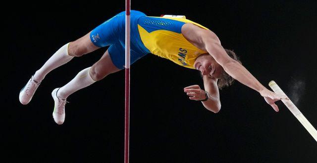 Armand Duplantis i OS-finalen i stavhopp Matthias Schrader / TT NYHETSBYRÅN