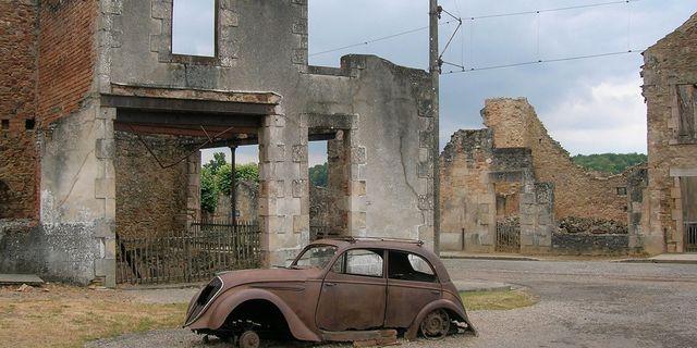 Varje år åker drygt 300 000 besökare till den övergivna byn Oradour-Sur Glane för att lära sig mer om de hemska krigsbrotten som begicks här under andra världskriget. Wikicommons