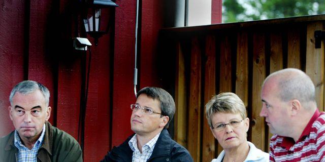 Den dåvarande borgerliga alliansen håller presskonferens hemma hos centerpartiledaren Maud Olofsson i Högfors . SOFIE WIKLUND / TT NYHETSBYRÅN