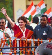 Priyanka Gandhi Vadra (mitten) AMAR DEEP / AFP