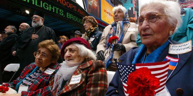 Överlevare i en manifestation till minne av massmorden på armenier för drygt hundra år sedan. Times Square, New York 2005.  MARY ALTAFFER / TT NYHETSBYRÅN