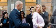 Arkivbild: Stephanie Clifford, aka Stormy Daniels, tillsammans med advokaten Michael Avenatti.  Brendan McDermid / TT NYHETSBYRÅN