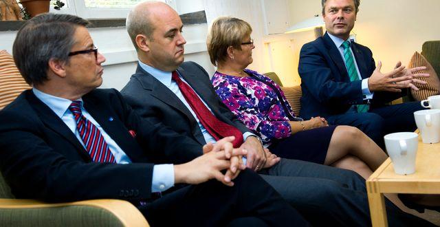 Alliansen då det begav sig.Socialminister Göran Hägglund (KD), statsminister Fredrik Reinfeldt (M), näringsminister Maud Olofsson (C) och utbildningsminister Jan Björklund (FP) berättar om miljardsatsning på lärarreform i  i Värmdö gymnasium. Claudio Bresciani / TT / TT NYHETSBYRÅN