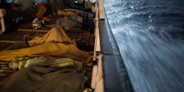 Arkivbild: Strandade migranter till havs. Olmo Calvo / TT / NTB Scanpix
