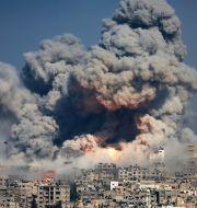 Rök efter en explosion i Gaza under 2014.  Hatem Moussa / TT NYHETSBYRÅN