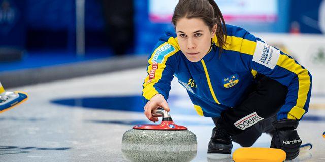 Anna Hasselborg under curling-VM i våras. PETTER ARVIDSON / BILDBYRÅN