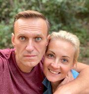Aleksej Navalny och hans fru Julia. Bilden är tagen den 25 september TT NYHETSBYRÅN