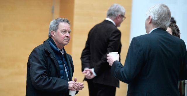 Karl Hedin anländer till Västmanlands tingsrätt i Västerås. Pontus Lundahl/TT / TT NYHETSBYRÅN