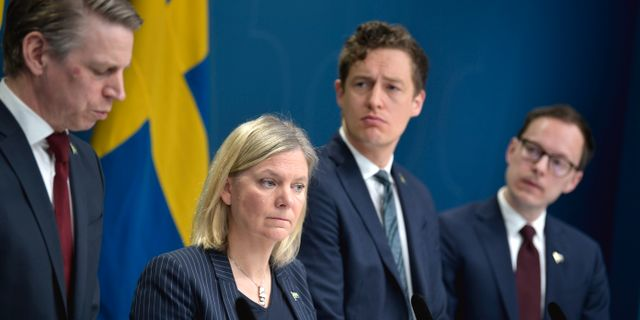 Finansminister Magdalena Andersson (S), Emil Källström (C) och Mats Persson (L), presenterar nya budgetåtgärder med anledning av coronaviruset, under en pressträff i Rosenbad.  Pontus Lundahl/TT / TT NYHETSBYRÅN