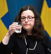 Kristina Axén Olin (M) och utbildningsminister Anna Ekström (S). TT