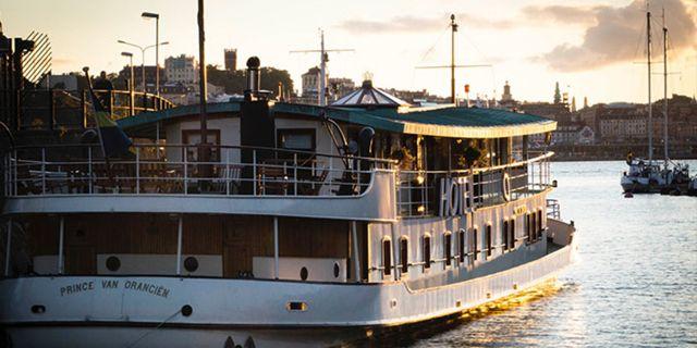 Båthotellet drivs av samma ägare som Oaxen Krog. Oaxen