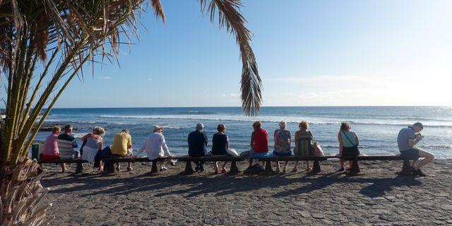 Turister på stranden i Los Cristianos på Teneriffa i Spanien. Marianne Løvland / TT NYHETSBYRÅN