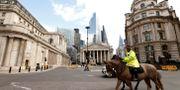 Illustrationsbild: Ridande polis patrullerar utanför Bank of England i London. JOHN SIBLEY / TT NYHETSBYRÅN