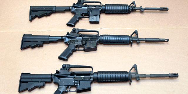 Tre typer av semiautomatiserade AR-15 Rich Pedroncelli / TT NYHETSBYRÅN
