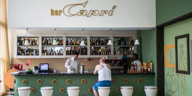 Baren på Hotell Capri, en av platserna där ljudattackerna ska ha skett. Desmond Boylan / TT / NTB Scanpix