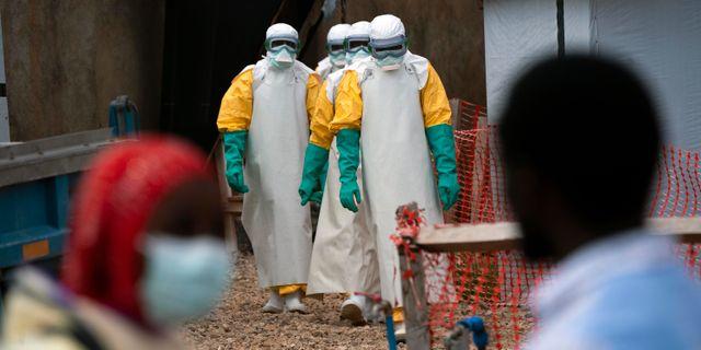 Räddningsarbetare som arbetar med ebola. Jerome Delay / TT NYHETSBYRÅN/ NTB Scanpix