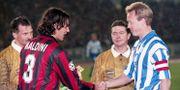 Lagkaptenerna Paolo Maldini, Milan och Stefan Lindqvist, IFK Göteborg hälsar på varandra 1996. DENNY CALVO / BILDBYRÅN