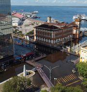 Delar av Manaus står helt under vatten. Nelson Antoine / TT NYHETSBYRÅN
