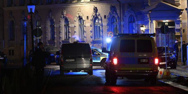 Polis och räddningstjänst larmades till Judiska församlingen efter attacken. Björn Larsson Rosvall/TT / TT NYHETSBYRÅN