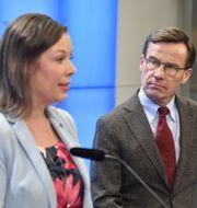 Moderaternas migrationspolitiska talesperson Maria Malmer Stenergard och partiledaren Ulf Kristersson. Jessica Gow/TT / TT NYHETSBYRÅN