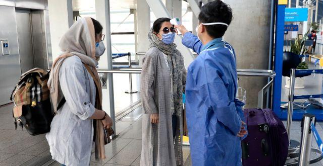 Temperaturkontroll på flygplats i Iran.  Vahid Salemi / TT NYHETSBYRÅN