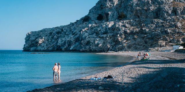 Turister badar i Medelhavet i närheten av ett hotell på Rhodos. Stina Stjernkvist/TT / TT NYHETSBYRÅN