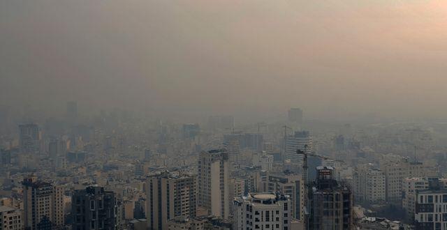 Luftföroreningar i Teheran i december.  Ebrahim Noroozi / TT NYHETSBYRÅN