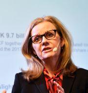 Avsatte statsministern Stefan Löfven med ministrar. Microsoft Sveriges vd Helene Barnekow. TT