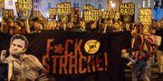 Demonstranter i Wien protesterar mot högerpopulistiska FPÖ och deras ledare Heinz-Christian Strache. ALEX HALADA / AFP