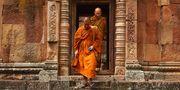 Buddhistiska munkar vallfärdar för att se det buddhistiska templet Wat Nong Bua Yai. Pexels