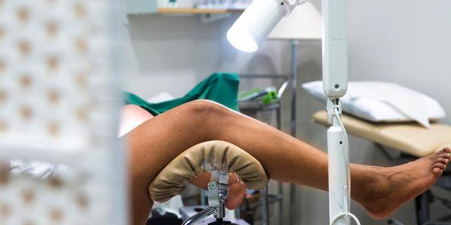 Kvinna undersöks av gynekolog, cellprov för livmoderhalscancer. isabell Höjman/TT / TT NYHETSBYRÅN
