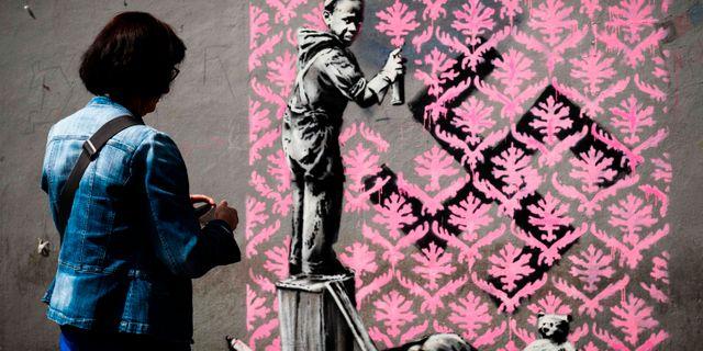 Ett av verken som har dykt upp i Paris PHILIPPE LOPEZ / AFP