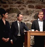 Partiet Vändpunkts toppkandidater till EU-valet Max Alexandersson, Kitty Ehn och partiledare Carl Schlyter presenterar valmanifestet i partikansliet i Gamla stan i Stockholm.  Janerik Henriksson/TT / TT NYHETSBYRÅN
