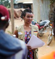 Hjälparbetaren Martine Milonde informerar om riskerna med covid-19 i Beni i östra Kongo-Kinshasa/Arkivbild Al-hadji Kudra Maliro / TT NYHETSBYRÅN