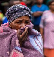 Kvinna i Johannesburg där karantän råder. Jerome Delay / TT NYHETSBYRÅN